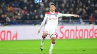 Houssem Aouar et les Lyonnais seront privés de leur capitaine Nabil Fekir.