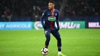 Neymar souffrirait d'une nouvelle fracture du cinquième métatarsien du pied droit.