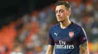 Mesut Özil a cédé à la mode des cheveux peroxydés pendant ses vacances.