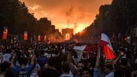 Le déferlement de la foule a donné lieu à de nombreux débordements, dimanche 15 juillet.