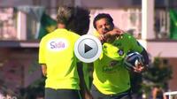 En pleine séance d'entraînement, Fred s'est ouvertement moqué de Luis Suarez et a feint la morsure sur l'un de ses coéquipiers.