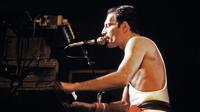 Freddie Mercury le 18 septembre 1984 au Palais Omnisports de Paris Bercy