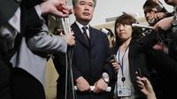 Janichi Fukuda lors d'une conférence de presse pour annoncer sa démission, le 18 avril 2018.