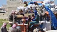 Des déplacés syriens fuient les zones de combats de la Ghouta orientale.