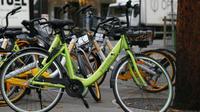 Depuis décembre, trois opérateurs de vélos en libre-service sont désormais disponibles à Paris. Un quatrième devrait encore arriver.