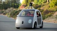Les voitures intelligentes sans conducteur, comme la Google Car (ci-dessus), pourraient être victimes des hackers.
