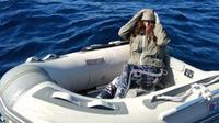 Kushila Stein s'est enveloppée de sacs plastiques la totalité de la nuit passée en haute mer pour faire face aux risques d'hypothermie existants.