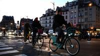 Pendant la grève, on assiste à la prolifération de cyclistes, d'utilisateurs de trottinettes et de marcheurs.