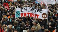 Seul un quart des Français (25%) juge le bilan d'Emmanuel Macron positif Greve_retraites_illustration_francois_guillot_afp_5e11941ec6f87