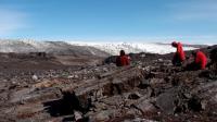 Les fossiles ont été révélés par la fonte des glaces dans le massif d'Isua, au sud-ouest du Groenland.