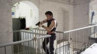 "Sean Penn prend les armes pour Pierre Morel dans le film ""Gunman""."