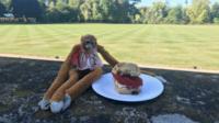 Harriet – le singe doudou de Savannah – a passé du bon temps à Londres.