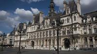 L'hôtel de ville de Paris suscite de très nombreux intérêts.