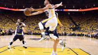 Champions en titre, Stephen Curry et les Warriors survolent la NBA actuellement.