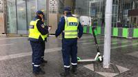 Une centaine de trottinettes électriques déjà enlevées à Paris