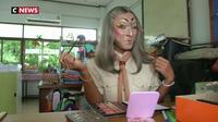 Thaïlande : un professeur d'anglais donne ses cours de manière... originale