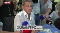 Nicolas Sarkozy accueilli en star à Nice pour une séance de dédicaces