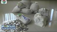 L'ex-mari a apporté au tribunal 13 sacs d'un poids total de 890 kilos.