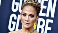 La robe de Jenifer Lopez aux Golden Globes 2020 a surpris les internautes.
