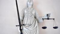 La qualification des faits les plus graves reprochés aux prévenus relevait de la cour d'assises.
