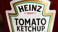 Lors de l'opération, les chirurgiens sont tombés sur deux morceaux de plastique d'un sachet de ketchup Heinz qui étaient en train de percer l'intestin.