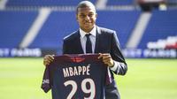 Kylian Mbappé devrait faire ses grands débuts sous le maillot parisien.