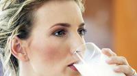 Un verre bu le soir représente davantage un rituel, qu'un moyen de s'endormir plus vite.