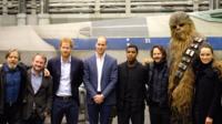 Le duc de Cambridge et le prince de Galles se sont rendus ce mardi dans le studio de Pinewood