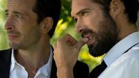 Nicolas Bedos participe au film de Michaël Cohen non seulement en tant qu'acteur mais aussi en tant que dialoguiste et adaptateur.