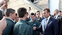 Emmanuel Macron s'est rendu sur le nouveau campus de l'EATP, en Corrèze, pour parler apprentissage et formation professionnelle.
