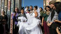 Evelia Reyes et Brian Houston ont décidé d'échanger leurs vœux au niveau de la «Porte de l'espoir», une ouverture dans le grillage qui sépare les deux pays.