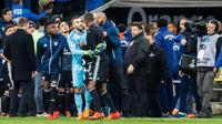 Le match entre Marseille et Lyon s'est terminé dans la confusion avec des échauffourées offrant un regrettable spectacle.