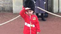 Marshall Scott, un garçon de 4 ans, souhaite plus que tout devenir un soldat de la garde royale britannique.