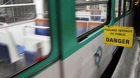 Une femme et un homme qui voyageaient mercredi soir sur la ligne 11 du métro parisien, ont été brûlés par de l'acide.