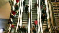 L'immobilisme des passagers permet d'en transporter plus à la fois.