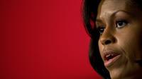 Les cheveux naturels de Michelle Obama n'ont pas échappé aux internautes, loin du lissage habituel qu'elle arborait toujours lorsqu'elle était à la Maison Blanche.