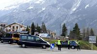 Des gendarmes dans la vallée de Briançon.