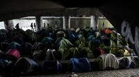 Plus de 2.000 personnes camperaient actuellement sous le pont Saint-Denis, sous le périphérique.