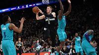 Les Milwaukee Bucks ont battu les Charlotte Hornets 116 à 103 dans un match qui restera dans l'histoire comme le premier de saison régulière jamais organisé en France par la NBA.