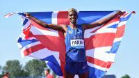 Mo Farah célèbre sa victoire au 3000 m de la Ligue de Diamant de Birmingham, en juin 2016.