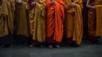 """Les """"faux moines"""" sont habillés de la traditionnelle robe orange des moines bouddhistes (photo d'illustration)."""