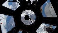 Cette image de la NASA, publiée le 6 janvier 2012, a été photographiée le 29 décembre 2011 à travers la coupole de la station spatiale internationale par l'un des membres de l'équipe Expedition 30.
