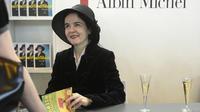 Le harcèlement dont Amélie Nothomb a été victime avait commencé lors de séances de dédicaces.
