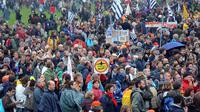 Des opposants au projet de construction de l'aéroport de Notre-Dame-des-Landes manifestent.