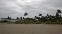 L'ouragan continue à se maintenir au-dessus de l'île de Grand Bahama et les habitants doivent rester dans les abris.