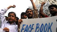 Des Pakistanais manifestent contre la publication de caricatures du prophète Mahomet sur Facebook, le 21 mai 2010, à Karachi.