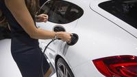 La gamme Porsche compte déjà des modèles hybrides rechargeables, comme cette Panamera.