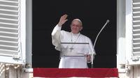 Le Pape François à la fenêtre du palais du vatican lors de la prière de l'Angelus, le 11 mars.
