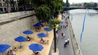 Paris se transforme en une véritable cité balnéaire sur la voie Georges-Pompidou, au bassin de la Villette et sur le parvis de l'Hôtel de Ville.