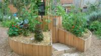 Potager en keyhole, jardin partagé Le Nid du 12 (12e).